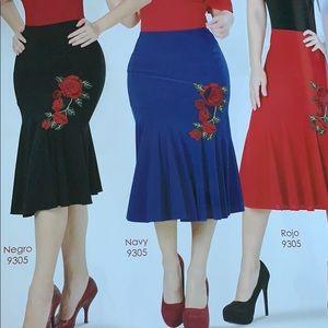 Dresses & Skirts - Flowery maxi skirt !!